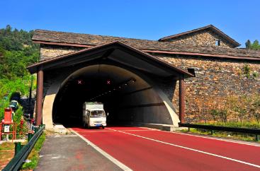 季家坡隧道塑石及水景《三峡居民》
